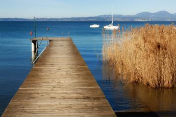 molo con canneto sul lago