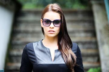Portrait attraktives Model mit Sonnenbrille