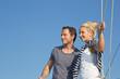 Junges sportliches Paar als Hintergrund maritim blau