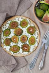 Pizza with figs and ricotta