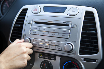 Car Stereo - Adjusting the Volume