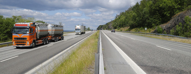 trucking on scenic freeway, panoramic view