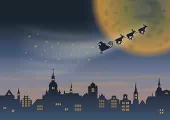 Weihnachtsmann & Rentierschlitten über Stadt vor Mond, rechts