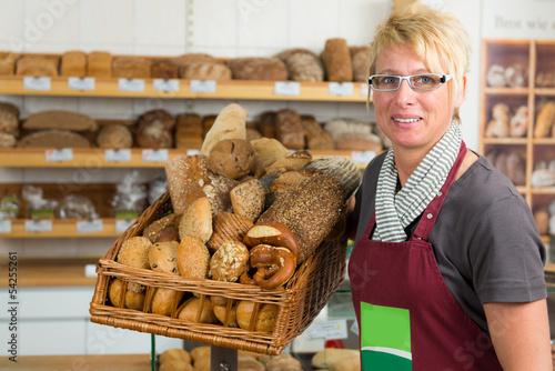 verkäuferin beim biobäcker