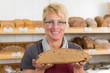 mitarbeiterin in der bäckerei