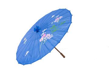 paraguas chino abierto aislado en blanco