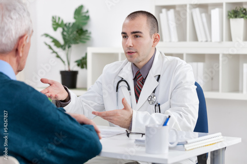 doctor explaining diagnosis to his patient