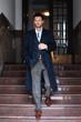 canvas print picture - Mann im Mantel auf Treppe