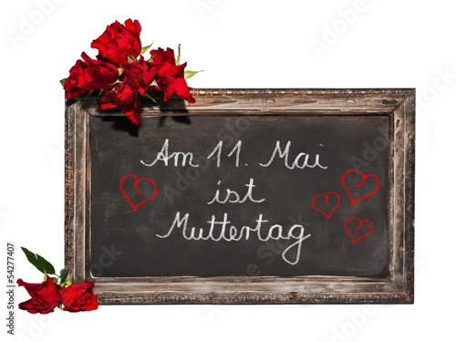 Kreidetafel, rote Rosen, Schrift, Am 11. Mai ist Muttertag
