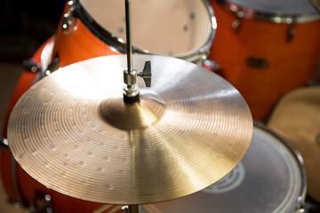 hi-hat with drumkit
