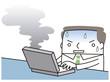 パソコンから煙がでて焦るビジネスマン