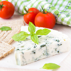 Blue cheese with a noble mould with diet bread, basil and tomato