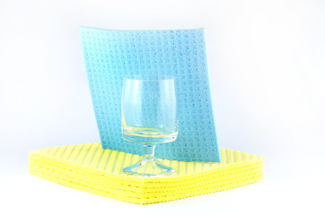 clean glasses on sponge cloth