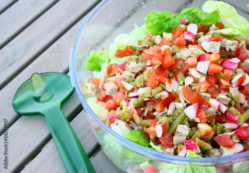 crudités,salade,tomate,radis,laitue,poulet