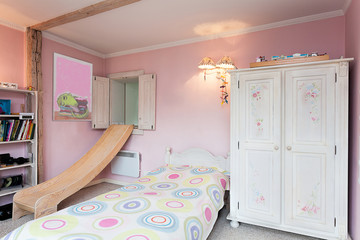Vintage mansion - girl's room