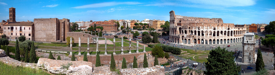 Panoramic view of Colosseo arc of Constantine and Venus temple