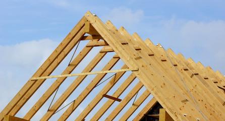 dachstuhl - rohbau der dachkonstruktion des hauses