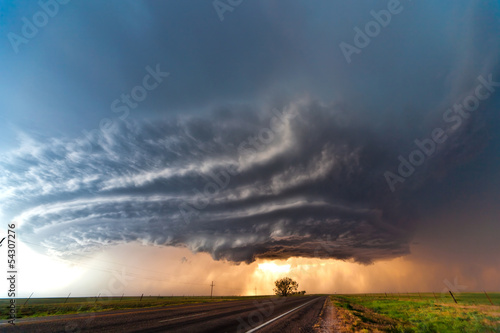 Leinwanddruck Bild Severe thunderstorm in the Great Plains