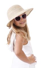 niña con sombrero de medio cuerpo aislada