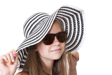 chica con sombrero y gafas de sol