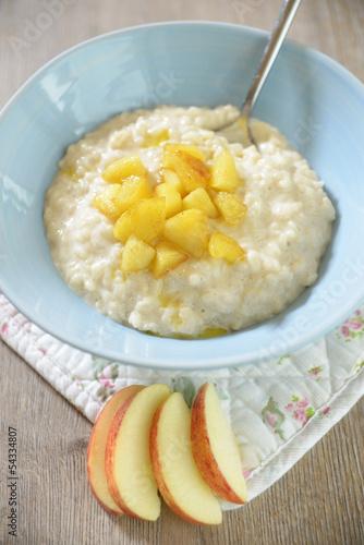 Milchreis mit karamellisierten Äpfeln