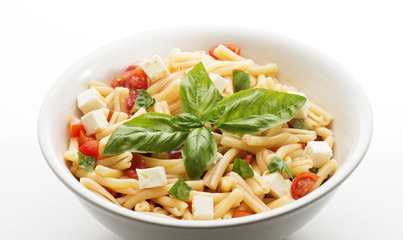macaroni with tomato,basil and cheese