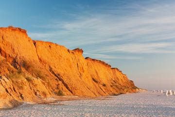 Rotes Kliff bei Kampen auf Sylt an der Nordsee im Abendlicht