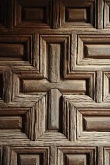 Vieja puerta de madera de una iglesia