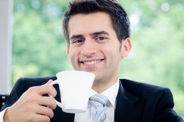geschäftsmann beim kaffee trinken
