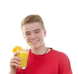 Junge mit Glas Orangensaft