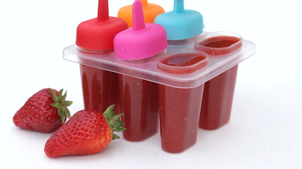 Preparation of homemade strawberry popsicles