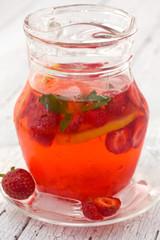 lemonade with strawberries