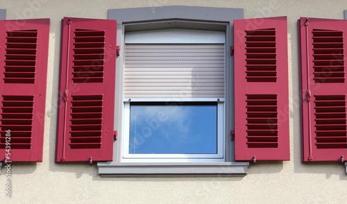 Rote Fensterläden