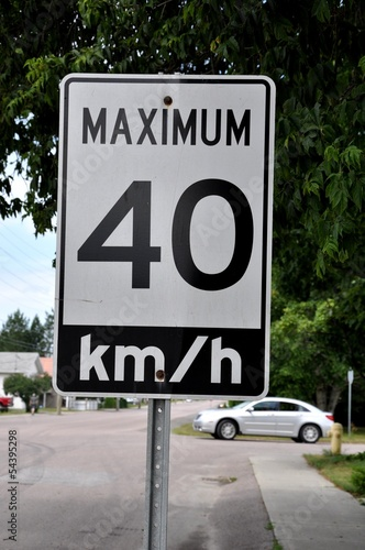 Maximum 40km/hr signage