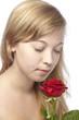 Junge Frau - Portrait mit roter Rose
