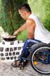 Rollstuhlfahrer beim Barbecue