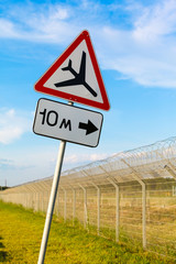 "road sign ""Caution low-flying aircraft"""