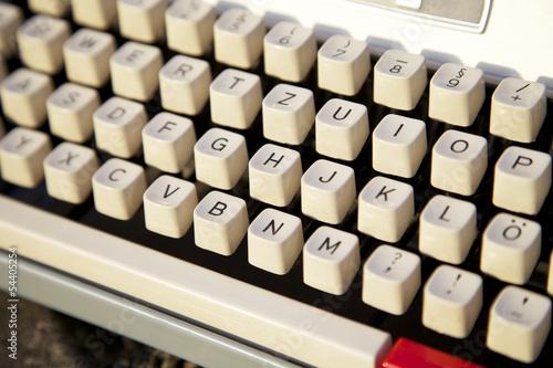 Schreibmaschine mit Tasten und Buchstaben