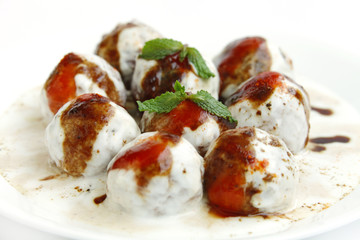 Banana dahi vada focus on middle vada
