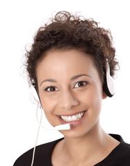 Mitarbeiterin in einem Callcenter mit Headset