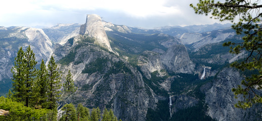 Panoramic view of Yosemite Valley from Glacier Point