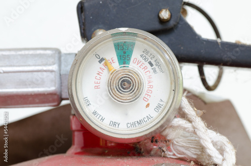 Low pressure gauge of fire extinguishers