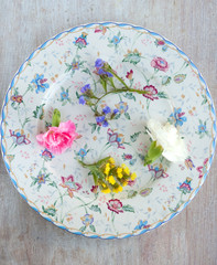 refined round plate with flowers