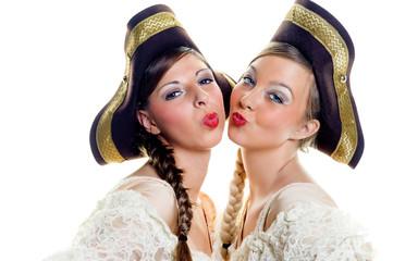 Zwei Gardetänzerinnen mit Kussmund