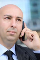 Manager serio al telefono