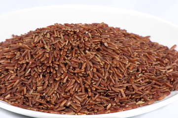 Peeled red rice