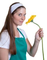 Blumenverkäuferin mit gelber Blume