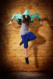 springende junge Tänzerin