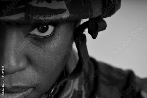 Leinwanddruck Bild Black Female Soldier