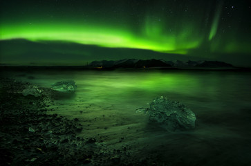 Aurora polaris above water